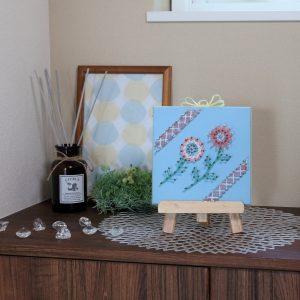 お花の手芸キットがかわいい!!吉報を運んでくるまち針ストリングアート「花のお便り」のご紹介です。